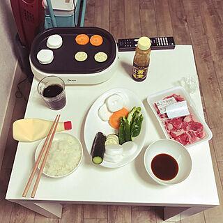 机/IKEAのテーブル/ニトリのホットプレート/二男くんの夕飯画像/浦安で1人暮らし...などのインテリア実例 - 2017-08-23 22:19:07