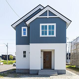 外観/三角屋根/北欧デザイン/ブルーの外壁/塗り壁...などのインテリア実例 - 2017-08-25 00:57:36