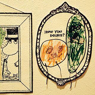 女性家族暮らし、壁に描いた絵に関するROOMSさんの実例写真