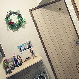 女性の、3DK、家族住まいの「玄関/入り口」についてのインテリア実例
