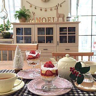 アルファベットオブジェ/クリスマスホーリー/IKEAのグラス/ダイソーのグラス/おうちカフェ...などのインテリア実例 - 2018-12-07 15:54:34