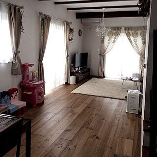 女性家族暮らし4LDK、手作り牛乳パック椅子に関するi.veさんの実例写真