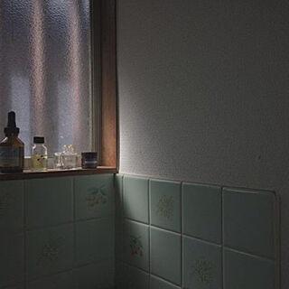女性30歳の一人暮らし2DK、洗面所窓際に関するAiさんの実例写真