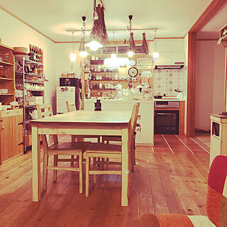 手作りピーズランプ/一番好きな場所/アンティーク塗装/すのこDIY/ゴミ箱DIY...などのインテリア実例 - 2020-04-12 23:14:52