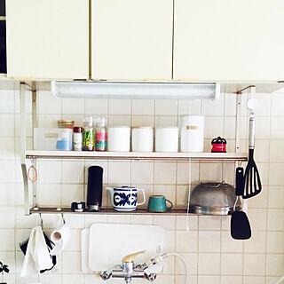 女性家族暮らし3LDK、ステンレス吊り棚リメイクに関するniko3さんの実例写真