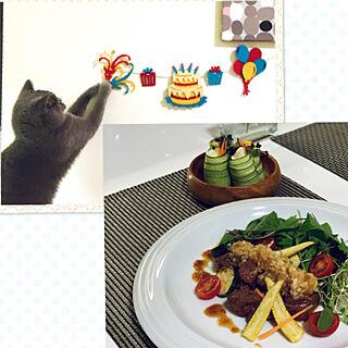 キュウリはピーラーで/AWESOME STOREのガーランド/サイコロステーキ/猫もお祝い♡/夫の誕生日...などのインテリア実例 - 2020-09-18 05:56:46