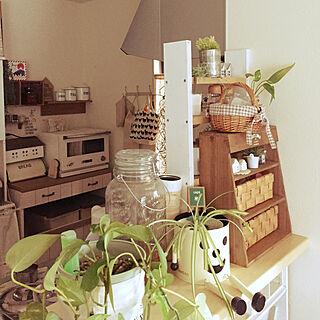 女性家族暮らし4LDK、キッチンのカウンター上の様子に関するnatsuさんの実例写真
