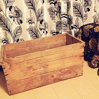 、りんご箱 トタン缶はサイドテーブルにに関するさんの実例写真