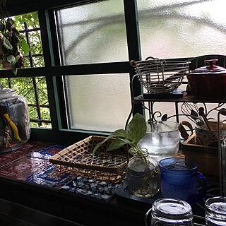女性55歳の家族暮らし3LDK、キッチン 出窓に関するakeさんの実例写真