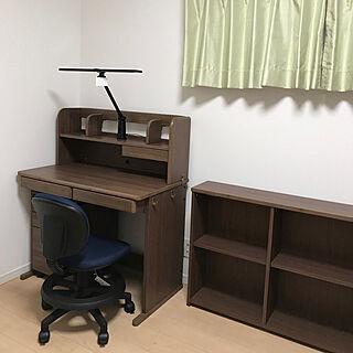 女性家族暮らし4LDK、学習机に関するtobimoriekoさんの実例写真