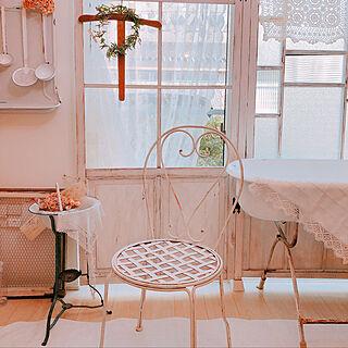 女性41歳の家族暮らし4LDK、アンティーク窓枠に関するAyumiさんの実例写真