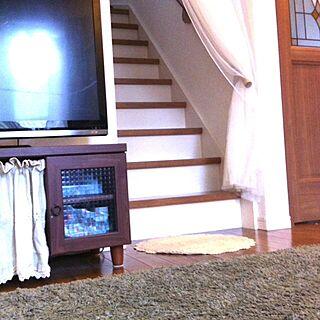 リビング/ラグ/ツートンの階段♡/モザイクガラス/ステンドグラス風のドアのインテリア実例 - 2014-05-06 17:49:30