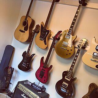 部屋全体/趣味部屋/ギター好き♡/ギターを壁掛けに/ギターアンプ...などのインテリア実例 - 2017-05-12 10:10:24