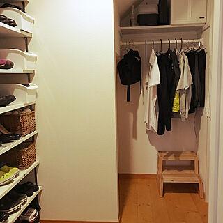 女性家族暮らし3LDK、収納棚 玄関に関するgajumaruさんの実例写真