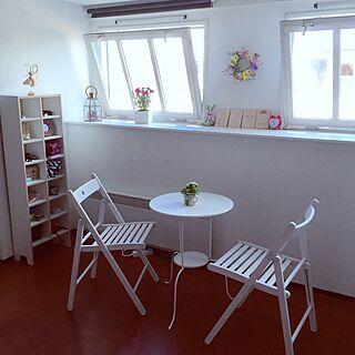 リビング/丸テーブル/白い椅子/白いテーブル/白い窓枠...などのインテリア実例 - 2015-05-29 02:04:00