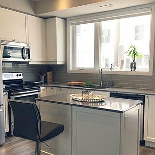 キッチン/白いキッチン/IKEAトレー/コストコのスツール/サブウェイタイル...などのインテリア実例 - 2017-03-16 02:15:44