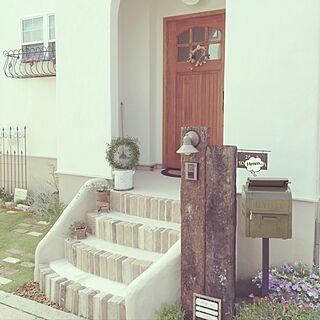 玄関/入り口/輸入木製ドア/枕木/ポスト/階段...などのインテリア実例 - 2016-07-11 15:37:44