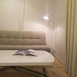 女性家族暮らし、タッチセンサー式テーブルランプに関するnaoko.1001さんの実例写真