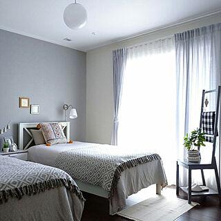 ベッド周り/白いベッド/グレーの壁/グレーの壁紙/シングルベッド...などのインテリア実例 - 2021-04-02 09:41:27