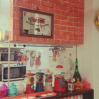 キッチン/インテリアシート/ガチャガチャ風キャンディーポット/コカ・コーラのミラー/レンガ調シート...などのインテリア実例 - 2015-03-14 01:37:54