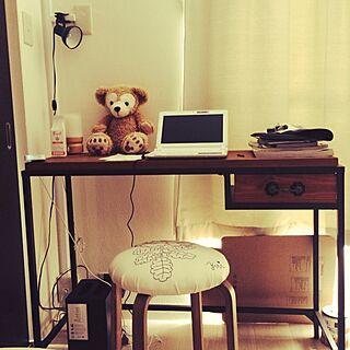 女性家族暮らし2LDK、寝室の照明 寝室のワークスペースに関するYuiさんの実例写真