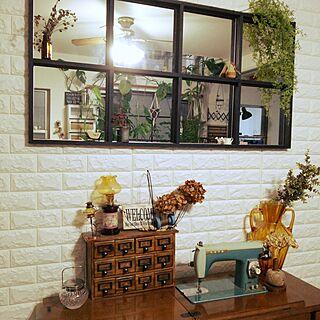 リビング/オイルランプ/アンバーガラス/室内窓風ミラーDIY/ドリームクッションレンガ...などのインテリア実例 - 2016-11-12 16:53:32