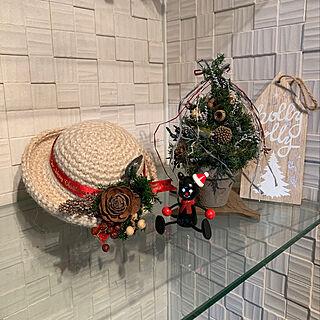 ニトリの雑貨/強化ガラスの棚/ガラス棚DIY/エコカラット DIY/fumitan ちゃんの編み編みの帽子♡...などのインテリア実例 - 2019-12-04 09:13:00