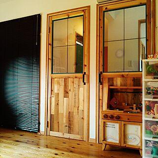 男性40歳の家族暮らし、破壊されたおままごとキッチンの扉に関するsuggyさんの実例写真