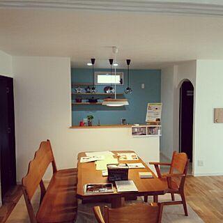 女性家族暮らし3LDK、テーブルは旦那実家からのお下がりに関するMiRiderさんの実例写真