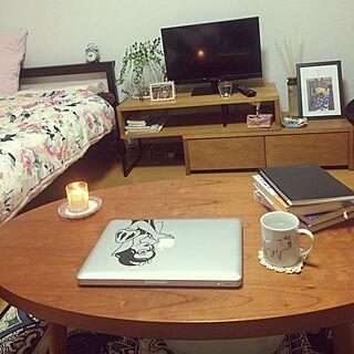 女性の、1DK、一人暮らしの「机」についてのインテリア実例