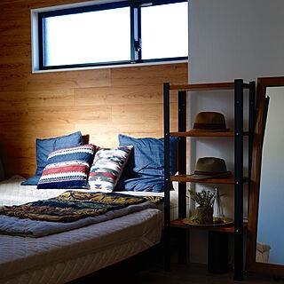 男性の、2LDK、家族住まいの「ベッド周り」についてのインテリア実例