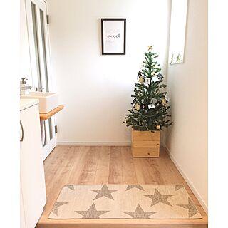 女性35歳の家族暮らし4LDK、3COINSのクリスマスツリーに関するyu-rinさんの実例写真