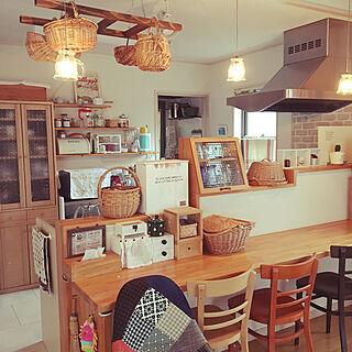 キッチン/ガラス照明/色違いのイス/セリアの木箱/ワイン木箱...などのインテリア実例 - 2017-08-16 09:57:43
