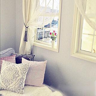 リビング/グレーの壁/光沢のあるカーテン/格子窓/リビングカーテン...などのインテリア実例 - 2018-01-26 15:51:50