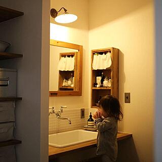 女性の、4LDK、家族住まいの「バス/トイレ」についてのインテリア実例