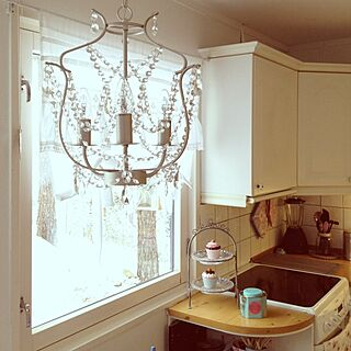 キッチン/kitchen shelf/Garden view /chandelier lights /Lift curtains のインテリア実例 - 2013-02-05 20:36:16
