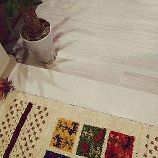 女性家族暮らし、手織りマットに関するAnnaさんの実例写真