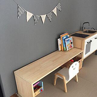 女性35歳の家族暮らし3LDK、コの字テーブルに関するyuuさんの実例写真