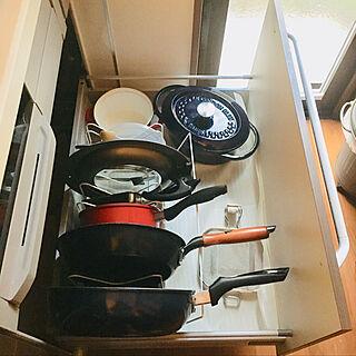 女性46歳の家族暮らし3LDK、鍋やフライパン入ってるに関するshizuponさんの実例写真