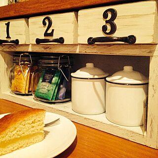 キッチン/セリアbox/本日のおやつ/カウンターの下/ジャンク感出したい/小物収納...などのインテリア実例 - 2014-02-25 18:13:54