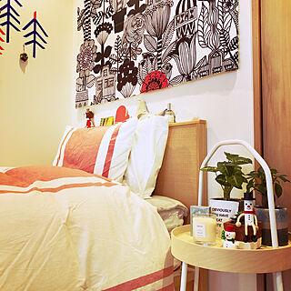 ベッド周り/marimekko ファブリックパネル/マリメッコ/赤のある暮らし/IKEAサイドテーブル...などのインテリア実例 - 2018-12-23 18:04:33