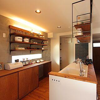 その他50歳の家族暮らし、キッチンの奥のコンクリート壁に関するfridgehomeさんの実例写真