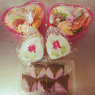 用意したのは桃カステラ買っただけ/後は戴き物♡/ひな祭り/お人形さんは不在だけども…/桜餅&桃カステラ最強コンビ♪...などのインテリア実例 - 2017-03-03 18:46:13