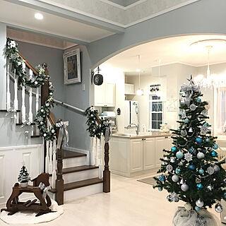 リビング/ブルーグレーの壁/階段ディスプレイ/クリスマスツリー/木馬...などのインテリア実例 - 2017-12-08 16:48:12