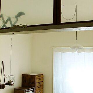 女性の、3LDK、家族住まいの「壁/天井」についてのインテリア実例
