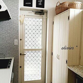 キッチン/モザイクタイル柄の壁紙/キッチンカウンターDIY/おはようございます/食器棚DIY...などのインテリア実例 - 2014-03-31 05:59:12
