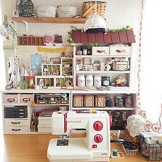 女性の、4LDK、家族住まいの「机」についてのインテリア実例