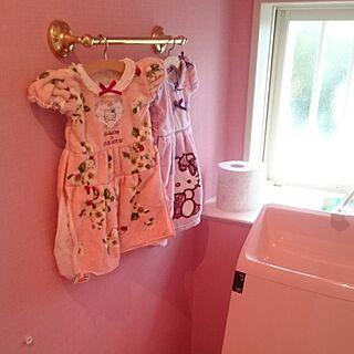 バス/トイレ/キティ/ピンク×ゴールド/キティの壁紙/ピンクのトイレ...などのインテリア実例 - 2016-07-27 21:16:23