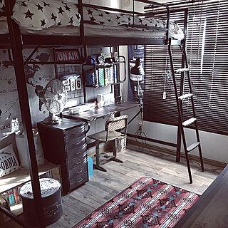机/机周り/マンホールリメイク/IKEAの棚/ラグはしまむら...などのインテリア実例 - 2018-03-16 00:46:00