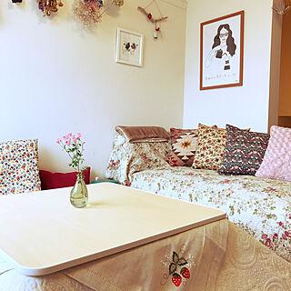 女性家族暮らし3K、花柄クッションに関するkurokoさんの実例写真